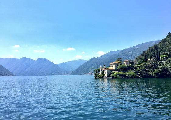 La magia del Lago di Como (fonte: Twitter @georgiecel)